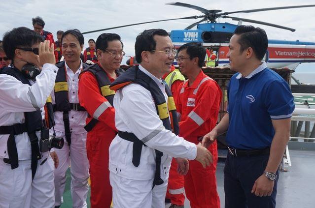 Lãnh đạo Tập đoàn Dầu khí Việt Nam kiểm tra hoạt động các công trình Dầu khí của Cửu Long JOC